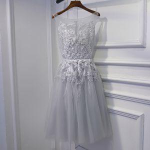 Schlicht Silber Kleider Für Hochzeit Brautjungfernkleider 2017 Mit Spitze Blumen Pailletten Perle Rundhalsausschnitt Ärmellos Kurze A Linie
