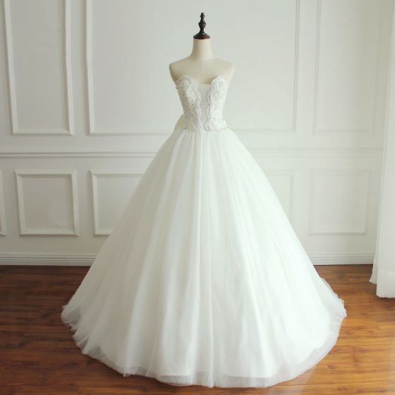 Modern / Fashion White Wedding Dresses 2018 Ball Gown Beading Crystal Rhinestone Sequins Bow Strapless Backless Sleeveless Court Train Wedding