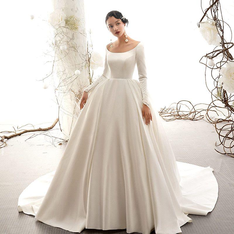 Vintage Ivory / Creme Satin Brautkleider / Hochzeitskleider 2019 Ballkleid Rundhalsausschnitt Kurze Ärmel Kapelle-Schleppe Rüschen