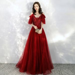 Chic / Beautiful Burgundy Prom Dresses 2020 A-Line / Princess Spaghetti Straps Deep V-Neck Short Sleeve Appliques Lace Beading Floor-Length / Long Ruffle Backless Formal Dresses