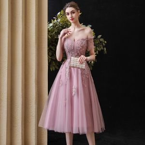 Chic / Beautiful Blushing Pink Homecoming Graduation Dresses 2020 A-Line / Princess Off-The-Shoulder Short Sleeve Appliques Lace Beading Pearl Tea-length Ruffle Backless Formal Dresses