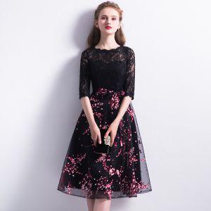 Piękne Homecoming Sukienki Na Studniówke 2017 Czarne Długość do kolan Princessa Wycięciem 3/4 Rękawy Druk Z Koronki Sukienki Wizytowe