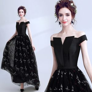 Modern / Fashion Black Prom Dresses 2018 A-Line / Princess Amazing / Unique Off-The-Shoulder Short Sleeve Embroidered Floor-Length / Long Backless Formal Dresses
