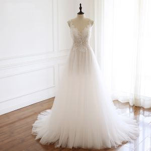 Elegante Ivory / Creme Brautkleider / Hochzeitskleider 2019 A Linie Rundhalsausschnitt Perlenstickerei Pailletten Spitze Blumen Ärmellos Hof-Schleppe
