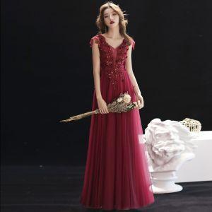 Hermoso Borgoña Vestidos de noche 2019 A-Line / Princess V-Cuello Rebordear Con Encaje Flor Crystal Sin Mangas Sin Espalda Largos Vestidos Formales