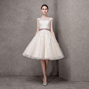 Élégant Champagne Robe De Mariée 2017 Princesse Encolure Carrée Manches Courtes Appliques En Dentelle Noeud Ceinture Perle Mi-Longues