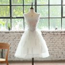 Discount White Cocktail Dresses 2018 A-Line / Princess V-Neck Sleeveless Feather Rhinestone Knee-Length Ruffle Backless Formal Dresses