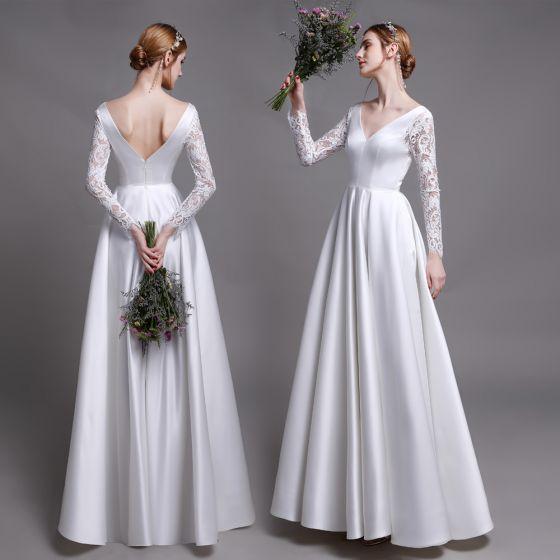 Klassisch Weiß Strand Brautkleider / Hochzeitskleider 2019 A Linie V-Ausschnitt Spitze Blumen Lange Ärmel Rückenfreies Lange