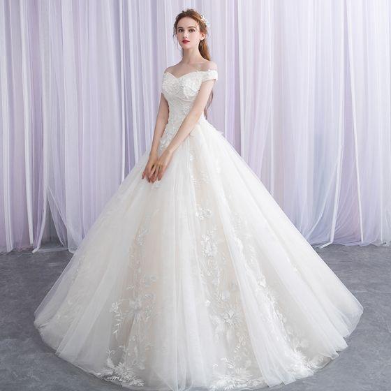 Eleganckie Kość Słoniowa Suknie Ślubne 2019 Suknia Balowa Przy Ramieniu Frezowanie Z Koronki Aplikacje Kótkie Rękawy Bez Pleców Długie