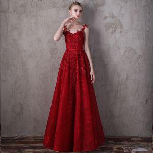 Stylowe / Modne Czerwone Sukienki Wieczorowe 2018 Princessa Spaghetti Pasy Bez Rękawów Cekiny Rhinestone Szarfa Trenem Sweep Wzburzyć Bez Pleców Sukienki Wizytowe