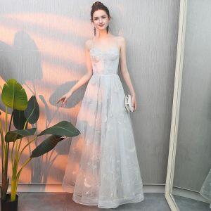Abordable Argenté Robe De Soirée 2019 Princesse Bretelles Spaghetti Sans Manches Appliques En Dentelle Longue Volants Dos Nu Robe De Ceremonie