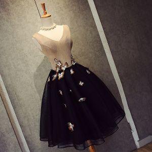 Chic / Belle Noire Robe De Graduation 2018 Princesse Tulle V-Cou Perlage Papillon Dos Nu de retour Robe De Ceremonie