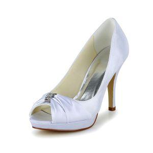 Proste Białe Buty Ślubne Satynowe Szpilki Wzburzyć Pumps Z Metalową Biżuterię