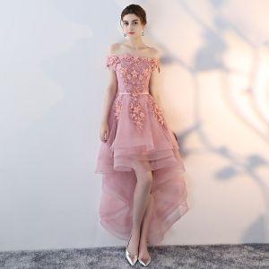 Abordable Rose Bonbon Robe De Cocktail 2019 Princesse De l'épaule Manches Courtes Appliques En Dentelle Perle Ceinture Asymétrique Volants Dos Nu Robe De Ceremonie