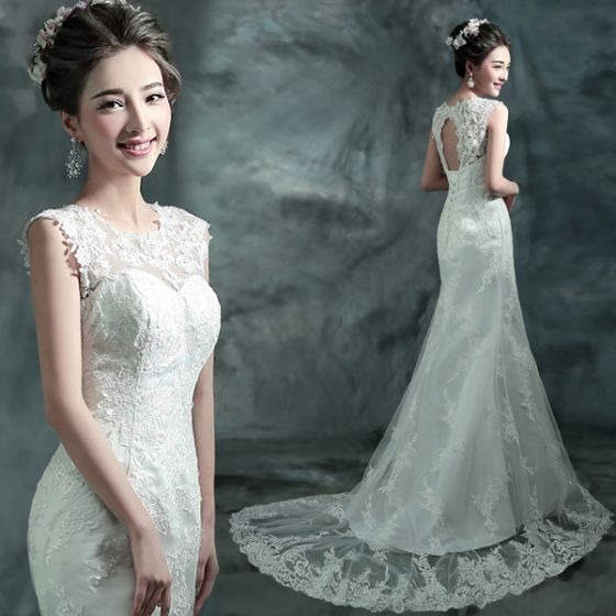 Affordable Chic / Beautiful Hall Wedding Dresses 2017 White Trumpet / Mermaid Court Train Scoop Neck Sleeveless Backless Lace Appliques