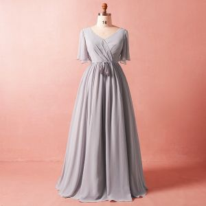 Modest / Simple Grey Plus Size 2018 A-Line / Princess Crossed Straps Tulle V-Neck Summer Sash Beach 1/2 Sleeves Mother Of The Bride Dresses