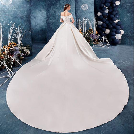 Modest / Simple Ivory Satin Wedding Dresses 2019 A-Line / Princess Off-The-Shoulder Short Sleeve Backless Royal Train