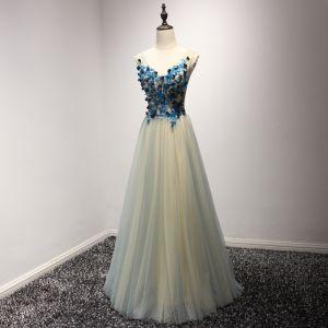 Schöne Champagner Abendkleider 2017 A Linie V-Ausschnitt Ärmellos Applikationen Mit Spitze Blumen Perlenstickerei Lange Rüschen Rückenfreies Festliche Kleider