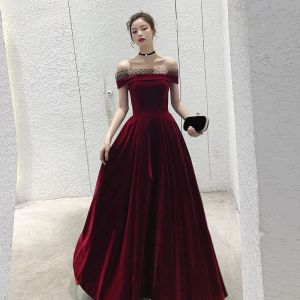 Modest / Simple Burgundy Velour Evening Dresses  2020 A-Line / Princess Off-The-Shoulder Short Sleeve Spotted Tulle Floor-Length / Long Ruffle Backless Formal Dresses
