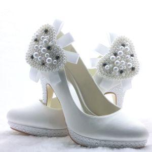 Princesse Blancs Des Talons Aiguilles Chaussures De Mariée En Satin Avec Des Perles En Forme De Coeur