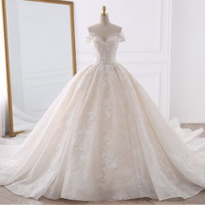 Stunning Champagne Wedding Dresses 2018 Ball Gown Off-The-Shoulder Short Sleeve Backless Lace Appliques Flower Pearl Ruffle Royal Train