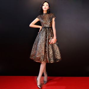 Chic / Beautiful Gold Graduation Dresses 2018 A-Line / Princess High Neck Tulle Striped Beading Glitter Sequins Homecoming Formal Dresses