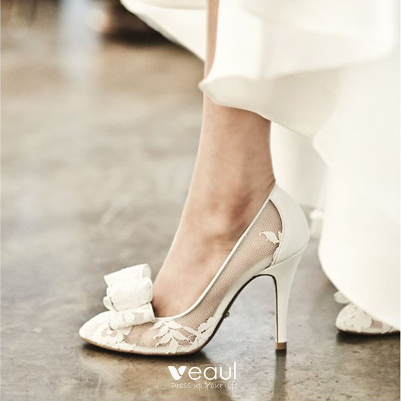Modest   Simple White Wedding Shoes 2018 See-through Leatherette Lace Bow 8  cm Stiletto Heels Pointed Toe Wedding Pumps 9cc2cd02c543