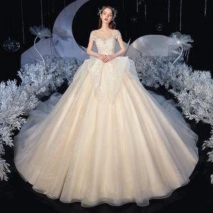 Romantisk Champagne Brud Bröllopsklänningar 2020 Prinsessa Genomskinliga Urringning Ärmlös Halterneck Appliqués Spets Beading Glittriga / Glitter Tyll Chapel Train Ruffle