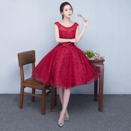 Chic / Beautiful Red Homecoming Graduation Dresses 2017 A-Line / Princess Short Lace Beading Rhinestone Scoop Neck Backless Crossed Straps Bow Sleeveless