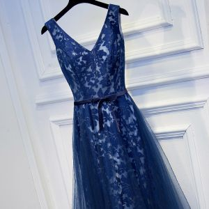 Chic / Beautiful Navy Blue Formal Dresses 2017 A-Line / Princess Lace Flower Bow V-Neck Ankle Length Sleeveless Evening Dresses