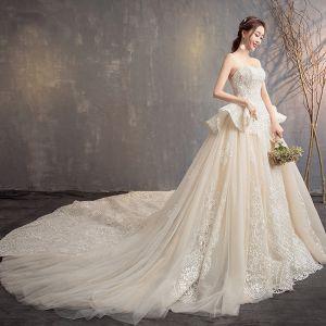 Elegant Champagne Brudekjoler 2019 Prinsesse Strapless Perle Paljetter Blonder Blomst Uten Ermer Ryggløse Cathedral Train