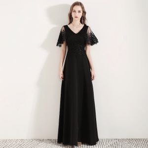 Affordable Black Evening Dresses  2019 A-Line / Princess V-Neck Bell sleeves Appliques Lace Flower Floor-Length / Long Ruffle Backless Formal Dresses