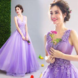 Abordable Lilas Robe De Bal 2019 Princesse V-Cou Appliques En Dentelle Fleur Perlage Cristal Sans Manches Dos Nu Longue Robe De Ceremonie