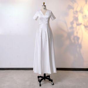 Modest / Simple Classy Ivory Plus Size Wedding Dresses 2020 V-Neck A-Line / Princess Short Sleeve Tea-length Handmade  Beading Pearl Wedding
