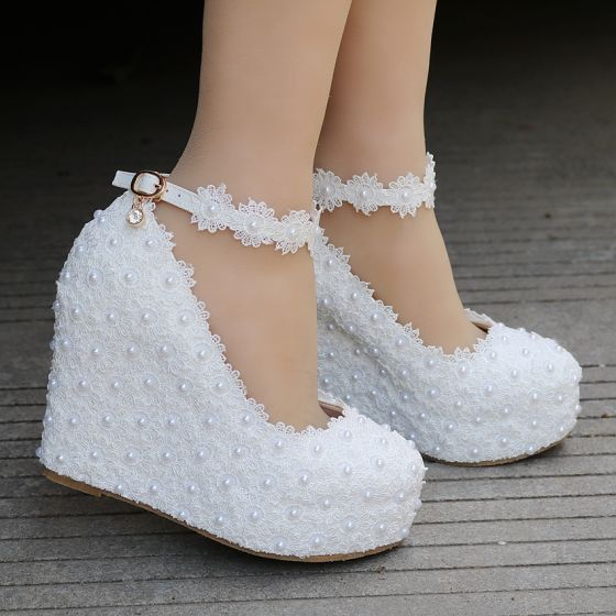 Modern / Fashion White Wedding Shoes 2018 Lace Pearl Ankle Strap 10 cm Wedges Round Toe Wedding