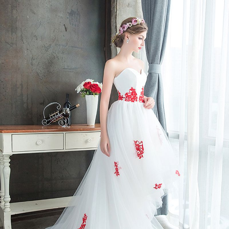 Affordable White Summer Beach Wedding Dresses 2019 A-Line / Princess Sweetheart Sleeveless Backless Red Appliques Lace Asymmetrical Ruffle