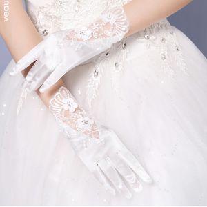 Klassisch Elegante Weiß Hochzeit 2018 Tülle Schnüren Perlenstickerei Brauthandschuhe