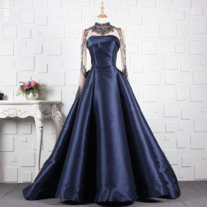 Luxus / Herrlich Marineblau Handgefertigt Perlenstickerei Abendkleider 2019 A Linie Kristall Stehkragen Lange Ärmel Sweep / Pinsel Zug Festliche Kleider