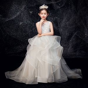Mejor Gris De Encaje Traspasado Vestidos para niñas 2019 Ball Gown Scoop Escote Sin Mangas Colas De Barrido Volantes En Cascada Vestidos para bodas