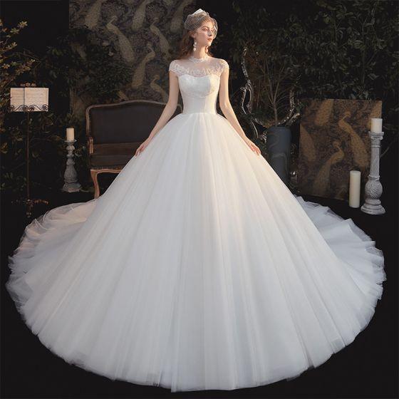Vintage Białe ślubna Suknie Ślubne 2020 Suknia Balowa Przezroczyste Wysokiej Szyi Bez Rękawów Bez Pleców Aplikacje Z Koronki Frezowanie Trenem Katedra Wzburzyć