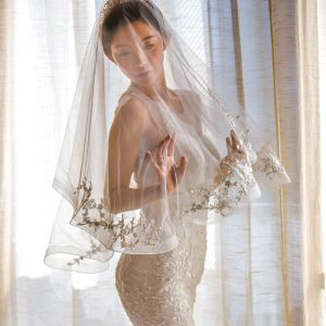 Chic Fabuleux Blanche Voile De Mariée 2020 Courte Tulle Dentelle 3D Fait main Brodé Mariage Accessorize
