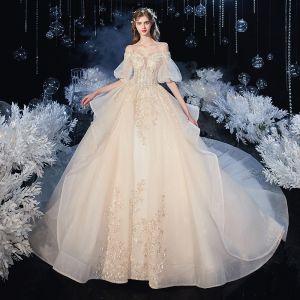Viktoriansk Stil Champagne Brud Bröllopsklänningar 2020 Balklänning Av Axeln Pösigt 1/2 ärm Halterneck Appliqués Spets Beading Glittriga / Glitter Tyll Cathedral Train Ruffle