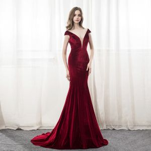 Sexy Burgundy Suede Evening Dresses  2018 Trumpet / Mermaid V-Neck Cap Sleeves Court Train Ruffle Backless Formal Dresses