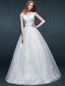 A-line Axlar V-ringad Beading Applikationer Spets Med Skärp Organza Bröllopsklänning