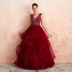 Wysokiej Klasy Burgund Przezroczyste Sukienki Na Bal 2020 Princessa Głęboki V-Szyja Bez Rękawów Wykonany Ręcznie Frezowanie Długie Kaskadowe Falbany Sukienki Wizytowe