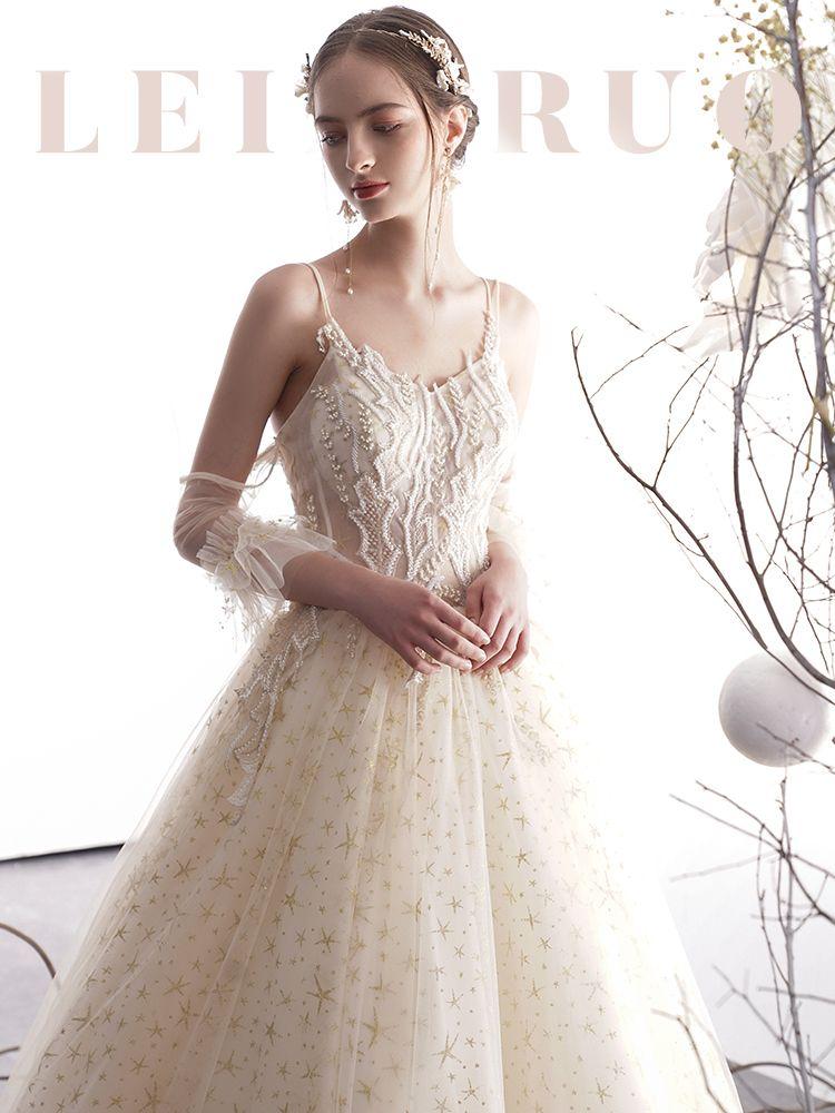 Elegante Champagner Brautkleider / Hochzeitskleider 2019 A Linie Spaghettiträger Rückenfreies Perlenstickerei Ärmellos Glanz Star Tülle Lange Rüschen