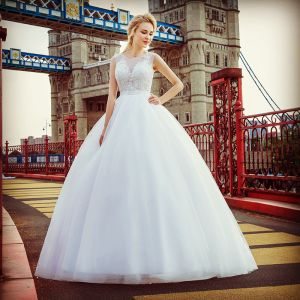 Stunning White Pierced Wedding Dresses 2017 Ball Gown Scoop Neck Sleeveless Appliques Lace Court Train