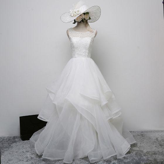 Chic / Beautiful White Wedding Dresses 2017 A-Line / Princess U-Neck Lace Appliques Beading Pierced Wedding Prom Dresses