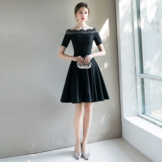 Modern / Fashion Black Homecoming Graduation Dresses 2018 A-Line / Princess Scoop Neck Short Sleeve Short Ruffle Formal Dresses