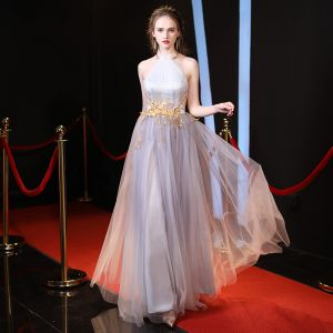 Elegant Grey Evening Dresses  2018 A-Line / Princess Halter Sleeveless Appliques Lace Floor-Length / Long Ruffle Backless Formal Dresses